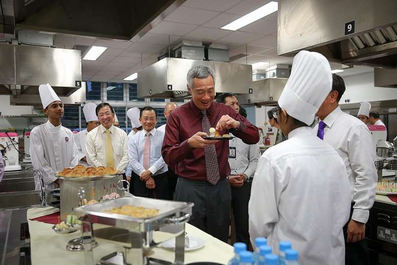 Prime Minister Lee Hsien Loong with Group of Chef Trai.jpg